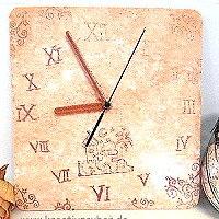 Uhr in der Trendfarbe Kupfer