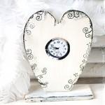 Basteln zu Muttertag: Herz-Uhr im Vintage-Style
